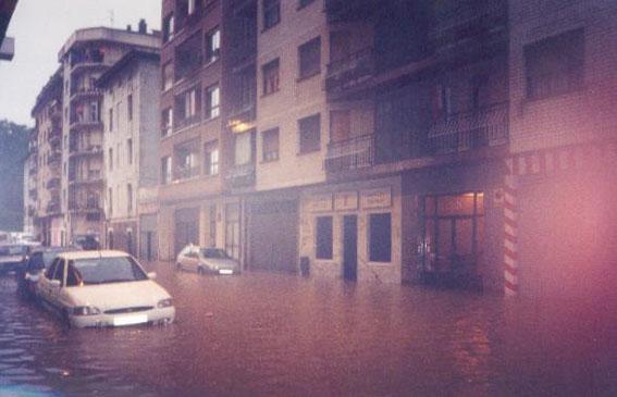 INUNDACIONES EN aNTXO, 20021 BIS.jpg